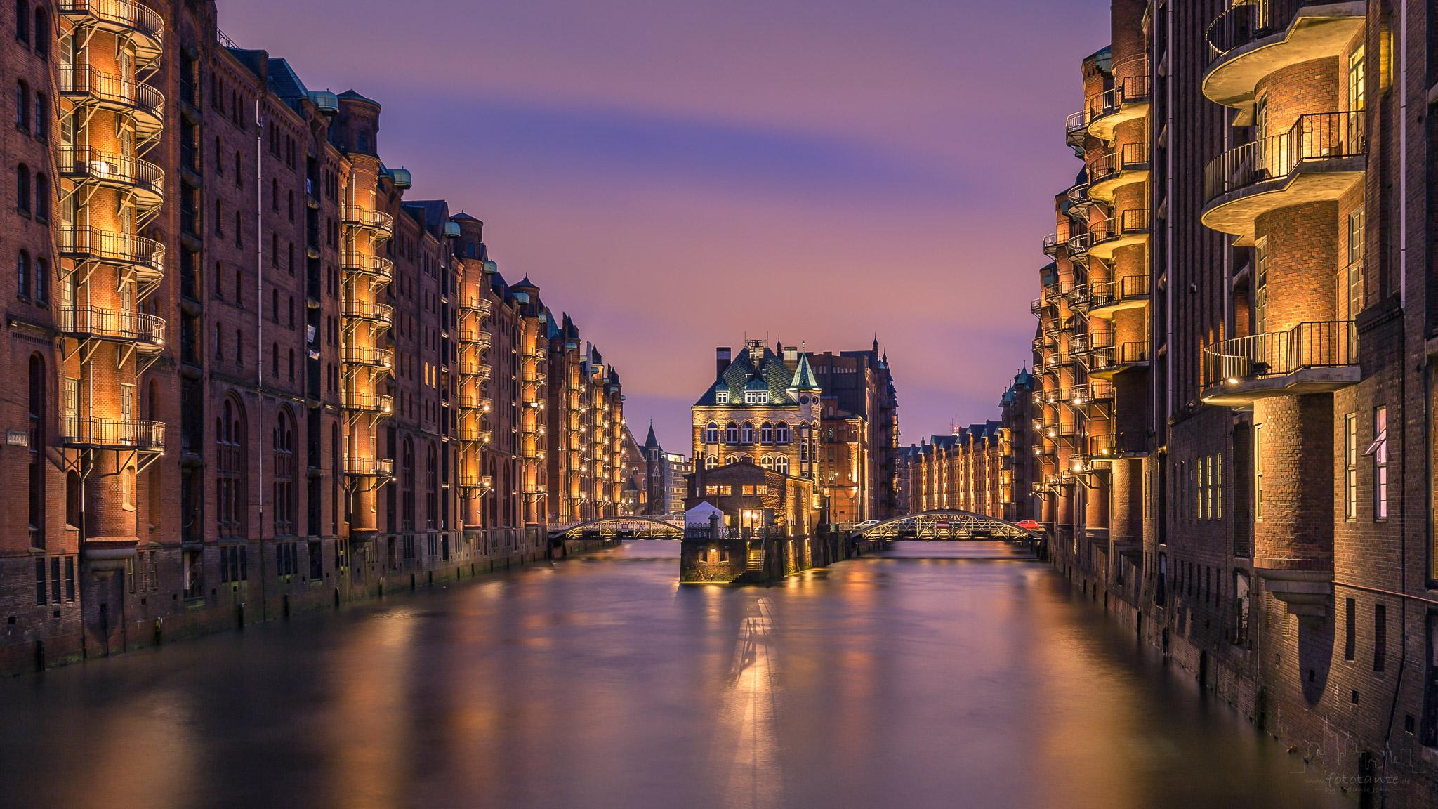 Hamburg-Speicherstadt-Wasserschloss-Langzeitbelichtung.jpg#asset:1473