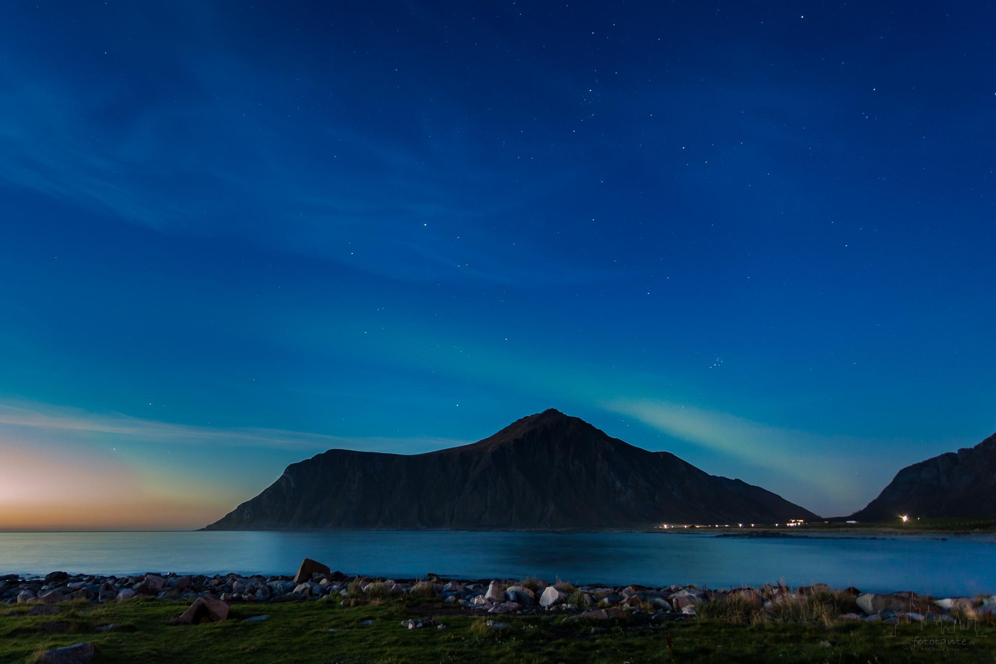 Lofoten-Nordlicht-erster-Schimmer.jpg#asset:1497