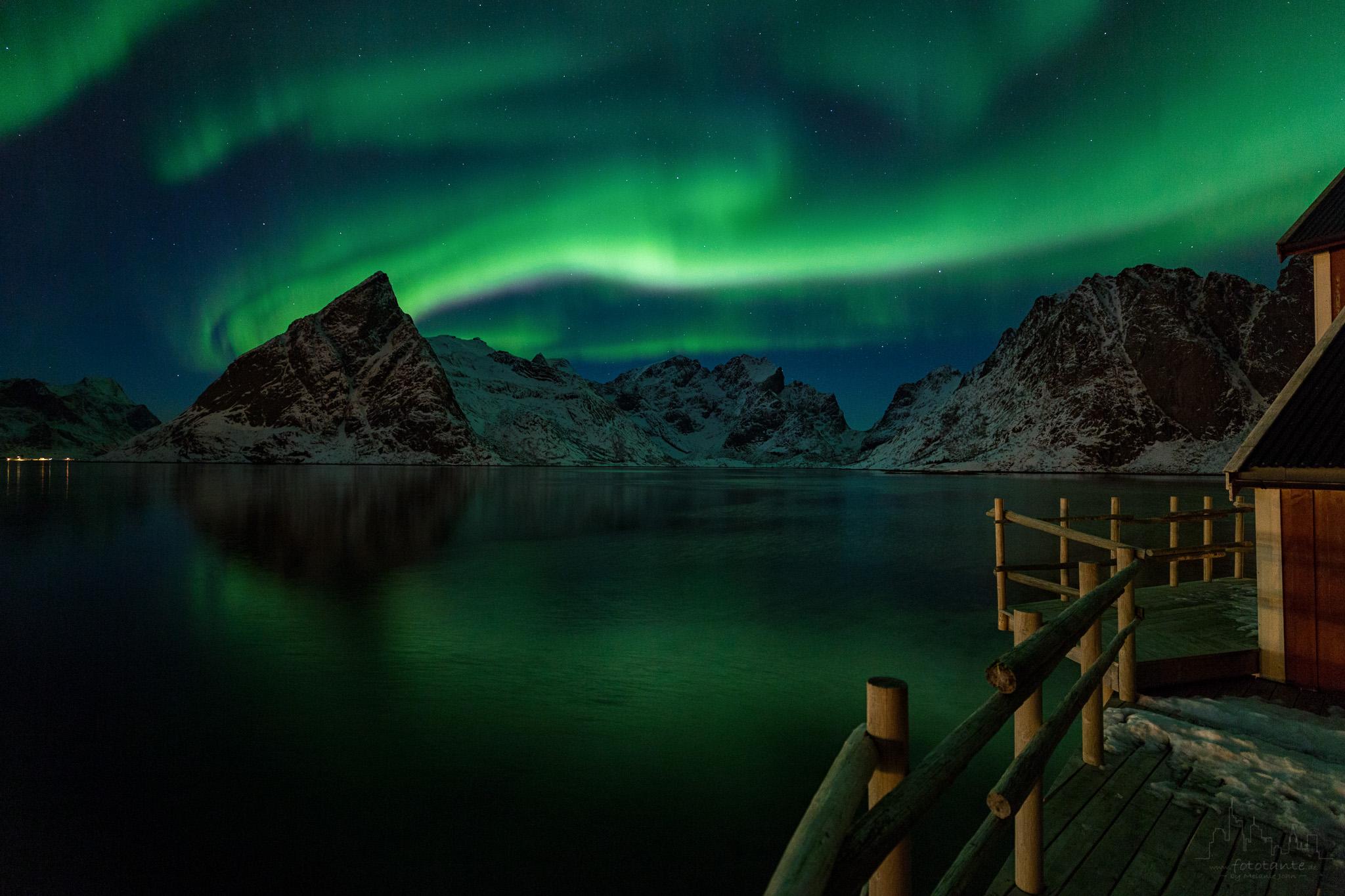 Nordlicht-Sakrisoy-Lofoten-Spielgelung.jpg#asset:1515