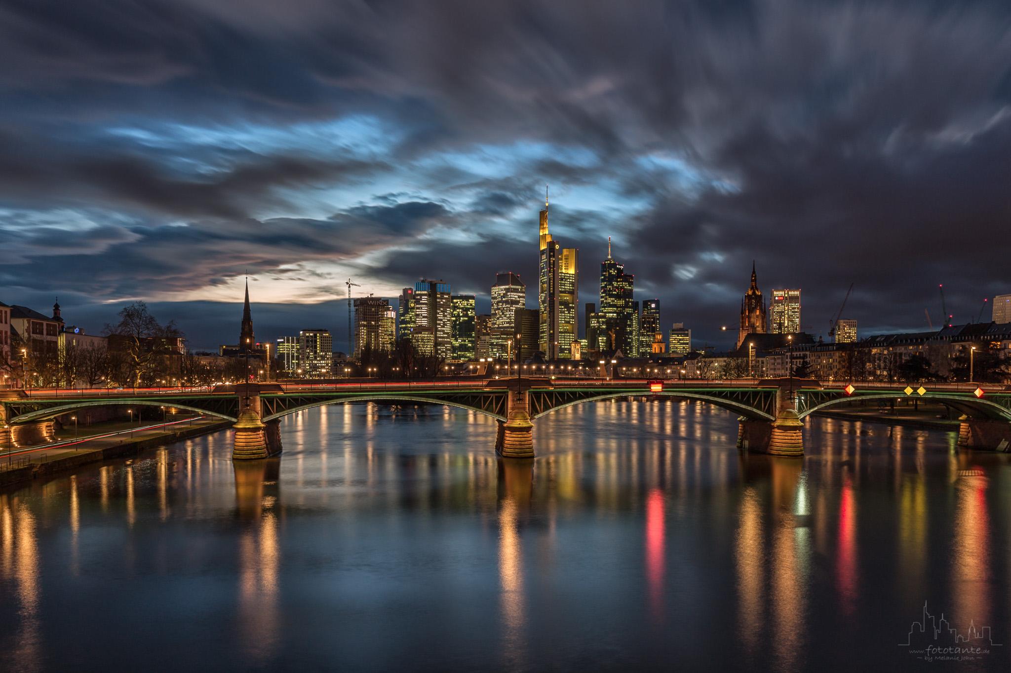 Skyline-Frankfurt-Main-Langzeitbelichtung.jpg#asset:1487