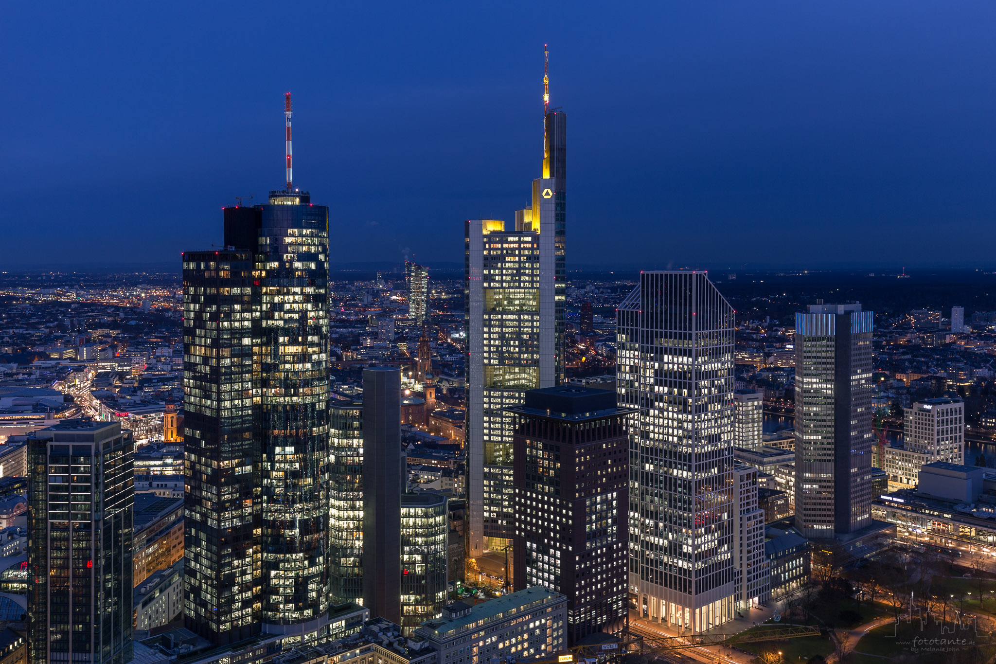 frankfurt skyline bei nacht fototante. Black Bedroom Furniture Sets. Home Design Ideas